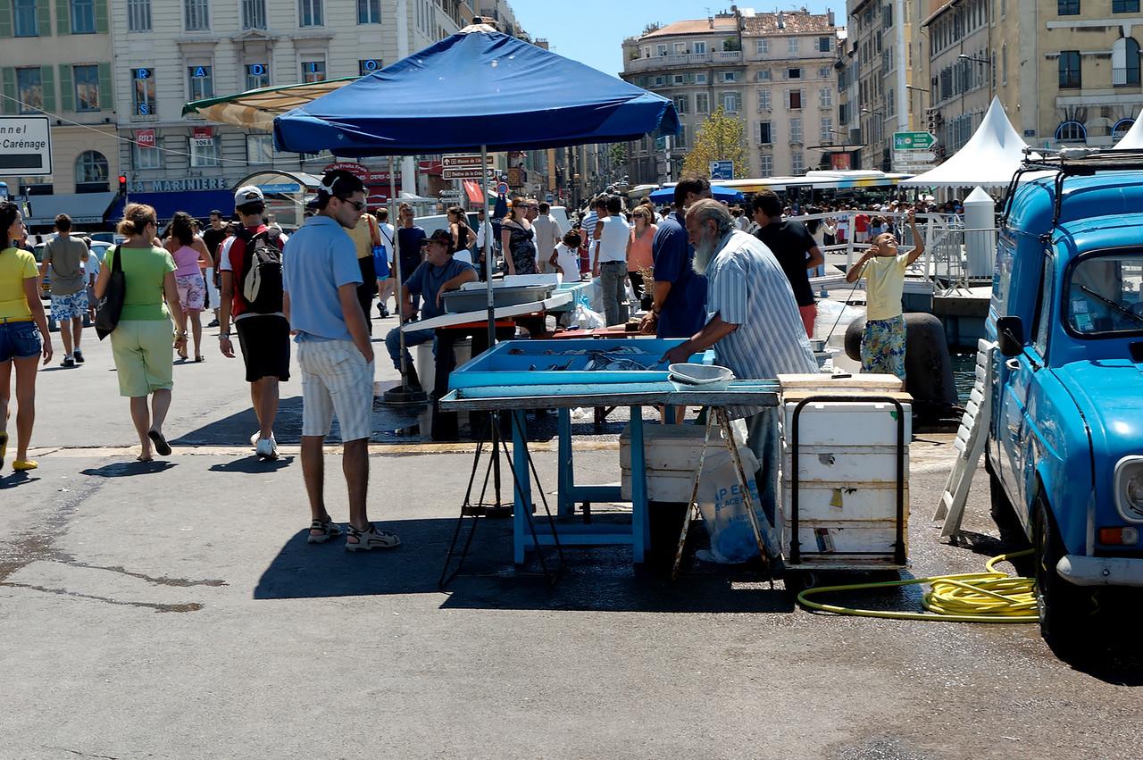 Le marché au poissons sur le vieux port de marseille