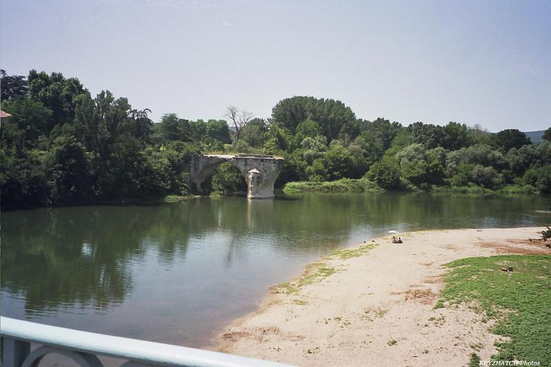 Reste d'un pont sur l'Ardèche au niveau de AIGUEZE