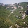 Rivière Ardèche parmi les plateaux
