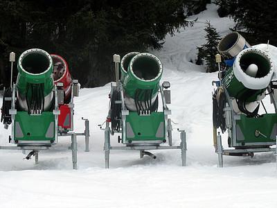 skiing_stanton2009-0000111