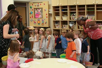 2009 April 09 - Easter Egg hunt at Dayschool