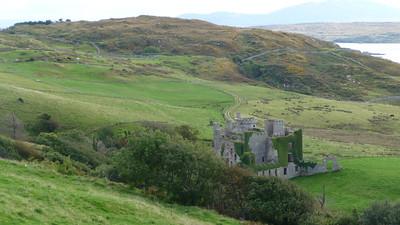 John D'Arcy's Castle langs de Sky Road nabij Clifden