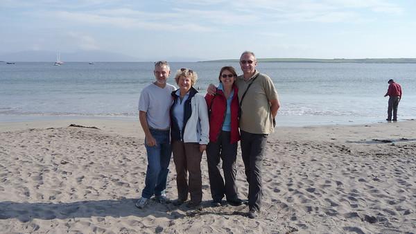 Een van de kleine stranden langs de kustlijn van Dingle