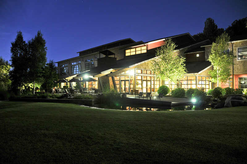 Cedarbrook Lodge at night