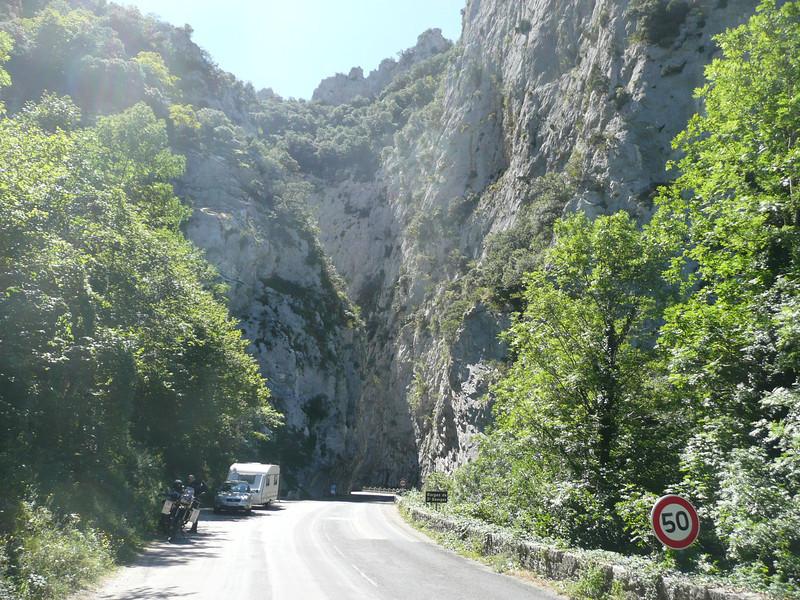 D 118 dans les Gorges Saint GEORGES (11) taillée par l'AUDE
