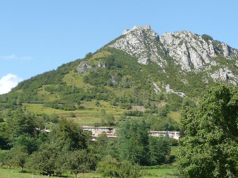 Chateau de MONTSEGUR au dessus du village