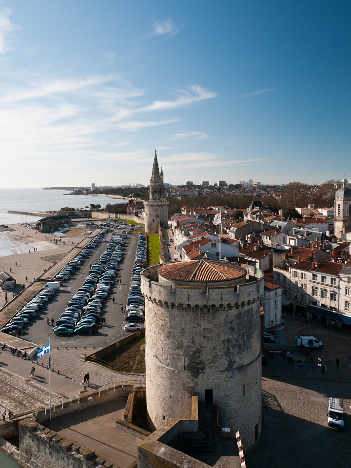 Tour de la chaîne et tour de la lanterne, vues depuis la tour St Nicolas. La Rochelle, France.