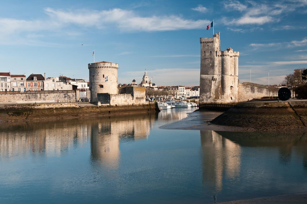 Tour Saint Nicolas (à droite) et Tour de la chaîne (à Gauche). La Rochelle France.