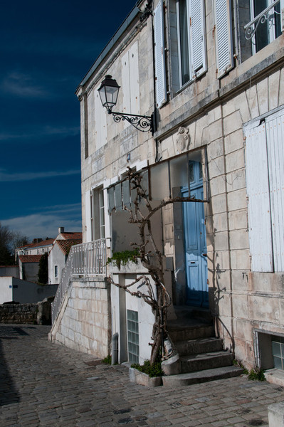 """Rue """"sur les murs"""" de la rochelle."""