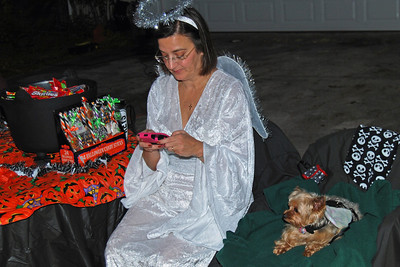 4052 2011 Halloween at the BOOva House