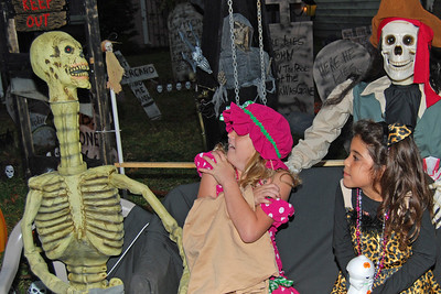 4047 2011 Halloween at the BOOva House