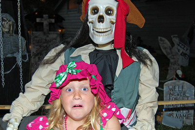 4048 2011 Halloween at the BOOva House