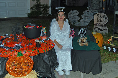 4053 2011 Halloween at the BOOva House