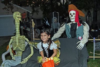 3041 2011 Halloween at the BOOva House