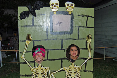 4045 2011 Halloween at the BOOva House