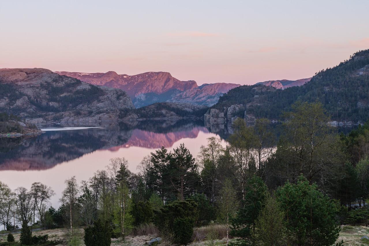Lac a côté de Preikestolen fjellstue.<br /> Norvege
