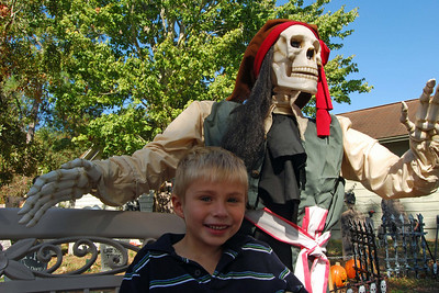 027 Pete the Pirate and Friend