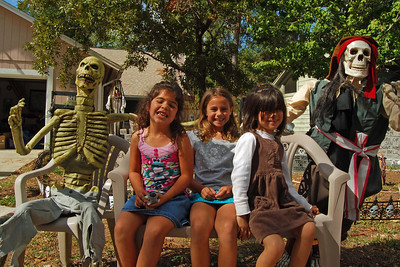 032 Neighbor Kids Waiting for Trick or Treat