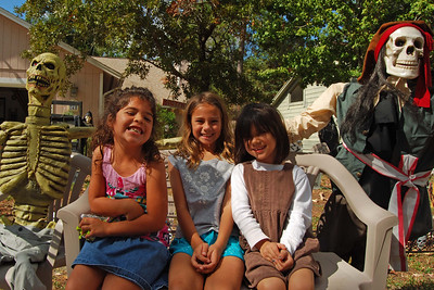 031 Neighbor Kids Waiting for Trick or Treat