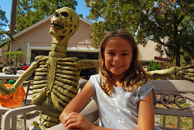034 Neighbor Kids Waiting for Trick or Treat