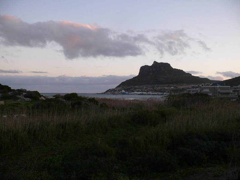 Hout Bay at dusk.
