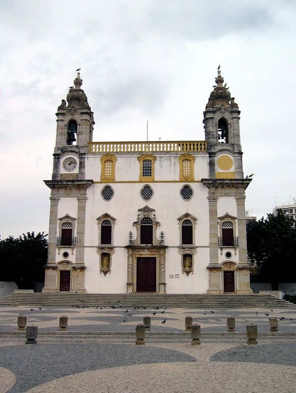 Igreja do Carmo in Faro met bovenop de ooievaars!