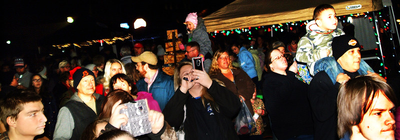 Debbie Blank | The Herald-Tribune Many kids were on dads' shoulders, the better to view the tree lighting ceremony.