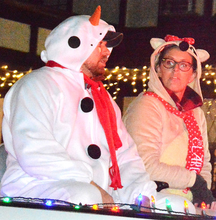 Snowmen were the attraction on the Lee's Country RV float.