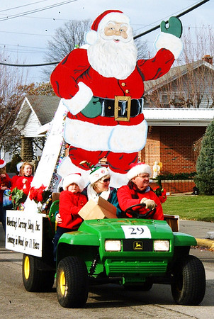 Debbie Blank | The Herald-Tribune<br /> A gigantic Santa made by Weberding's Carving Shop gets spectators in festive spirits.