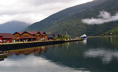 Waiting for the boat at Flåm
