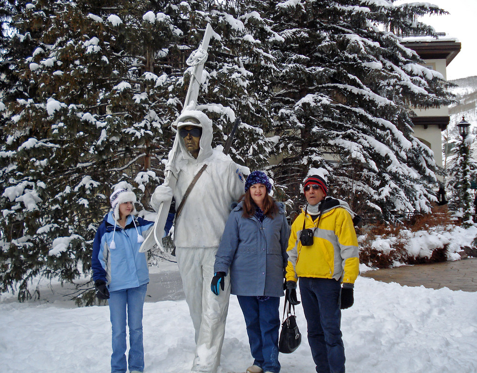Dec 24.  Kimberly, Louise, Asghar, and others went to Vail to look around.