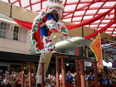 20100214_0512 Brisbane Chinatown. An acrobatic performance. I think a Caucasian guy is at the rear, and a younger Asian guy in the front.