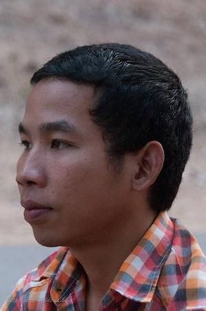 Student RECHTEN. Hij kwam hier praten met de touristen om zijn Engels bij te schaven.