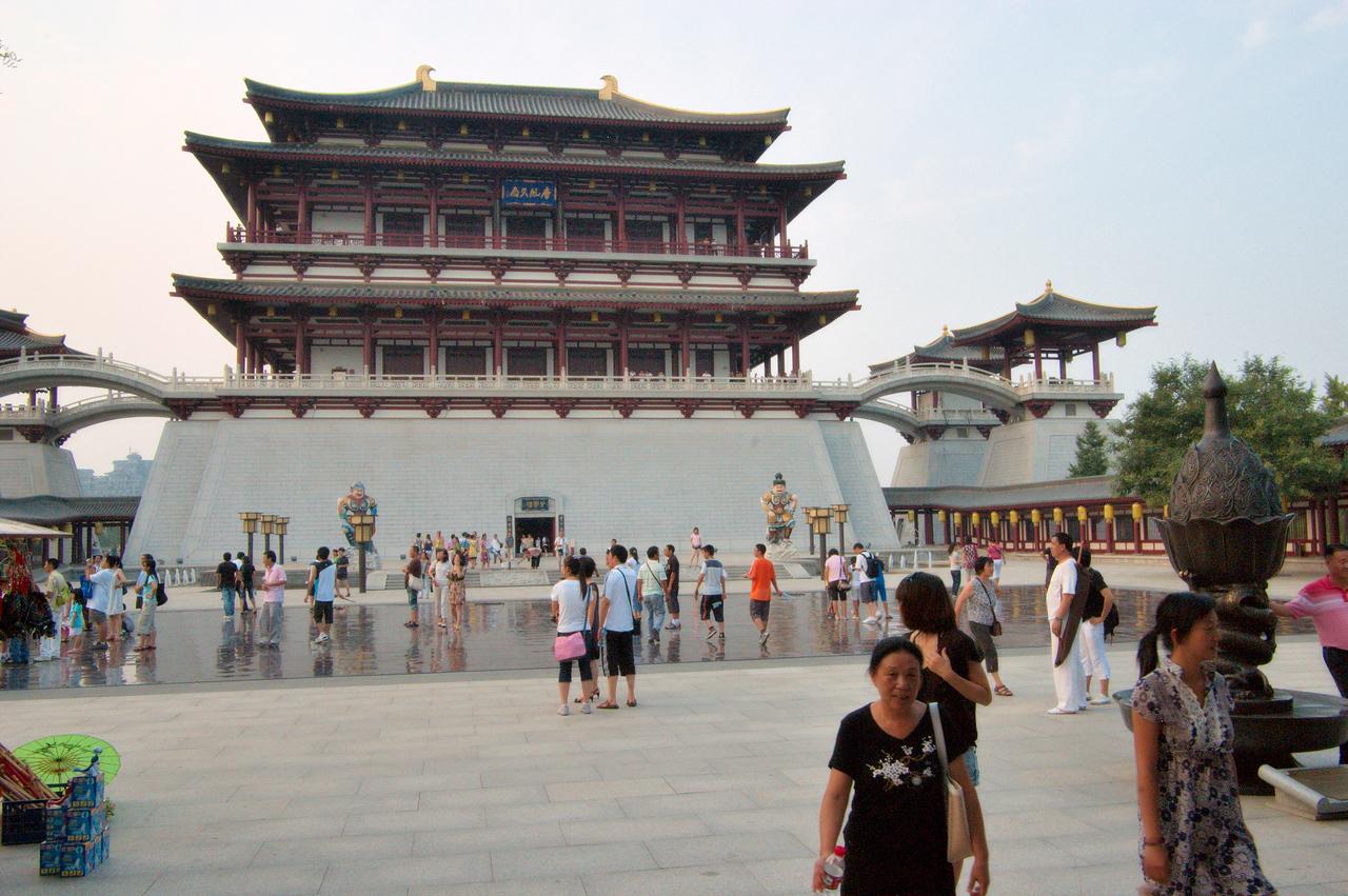 20090815_1927_2767 Outside the 'Tang museum' at Tang Paradise