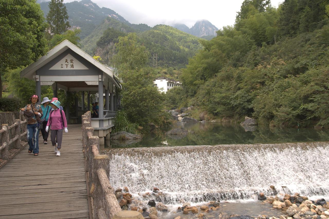 20070821_0245 翡翠谷 (Fei3cui4gu3) Emerald Valley (also known as 情人谷 qing2ren2gu3 Lovers' Valley, but I don't remember seeing any English titles at the park).  Recently well known for being the setting of several scenes from a well known movie...