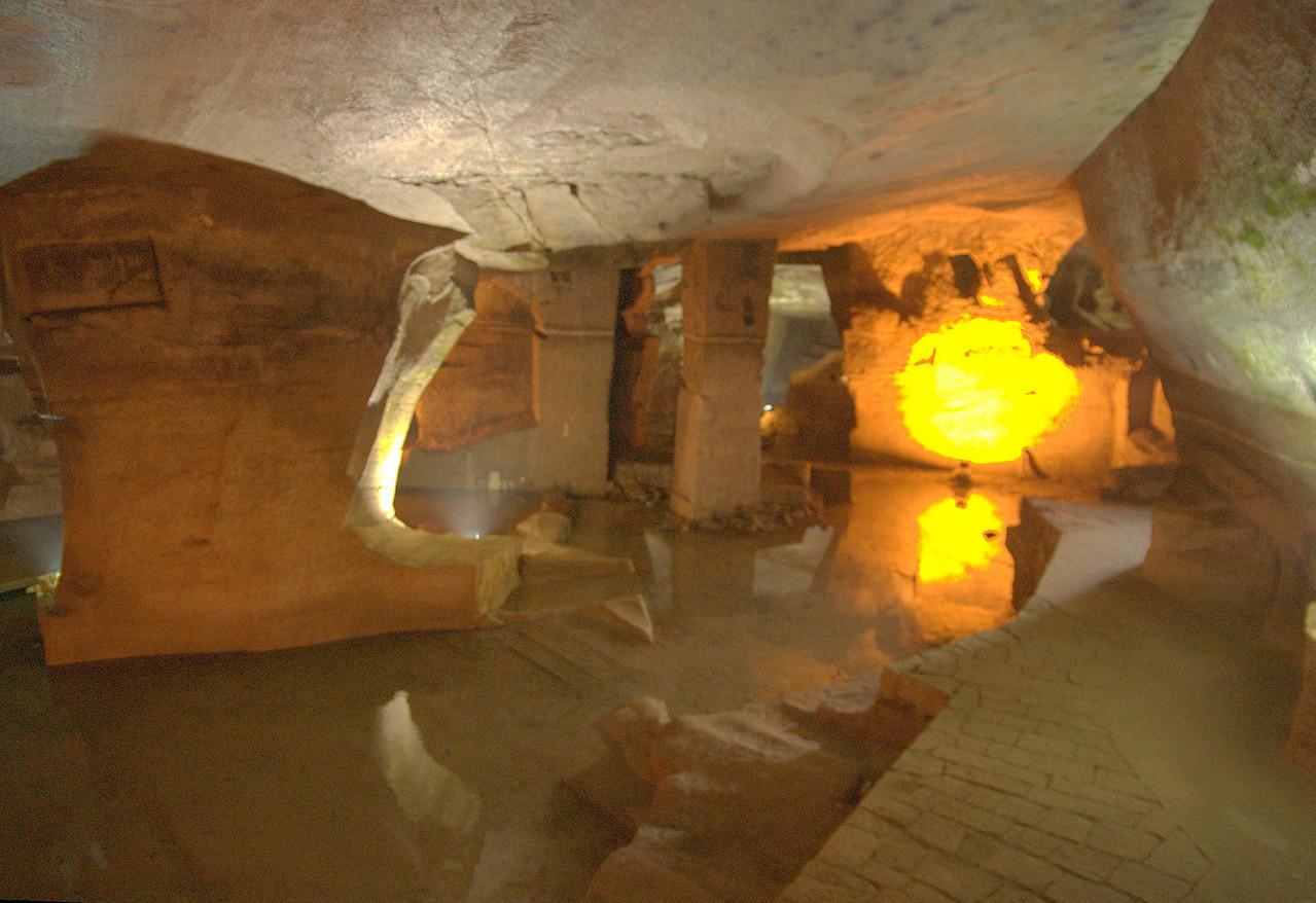 20070821_0274 花山谜窟 'Huashan Mistery Grottos (sic)', near Tunxi. About a 15 kuai taxi ride (only took ten to twenty minutes) from Tunxi.