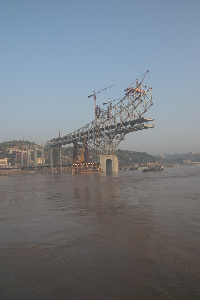 20070830_0512 Lots of bridges are being constructed across the Yangtze