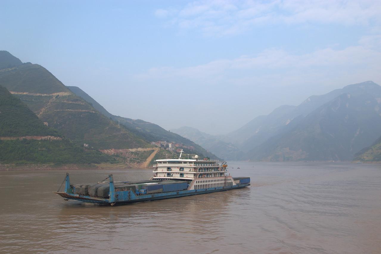 20070831_0590 Vehicle ferry on the Yangtze