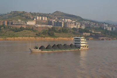 20070830_0556 Coal ship on the Yangtze