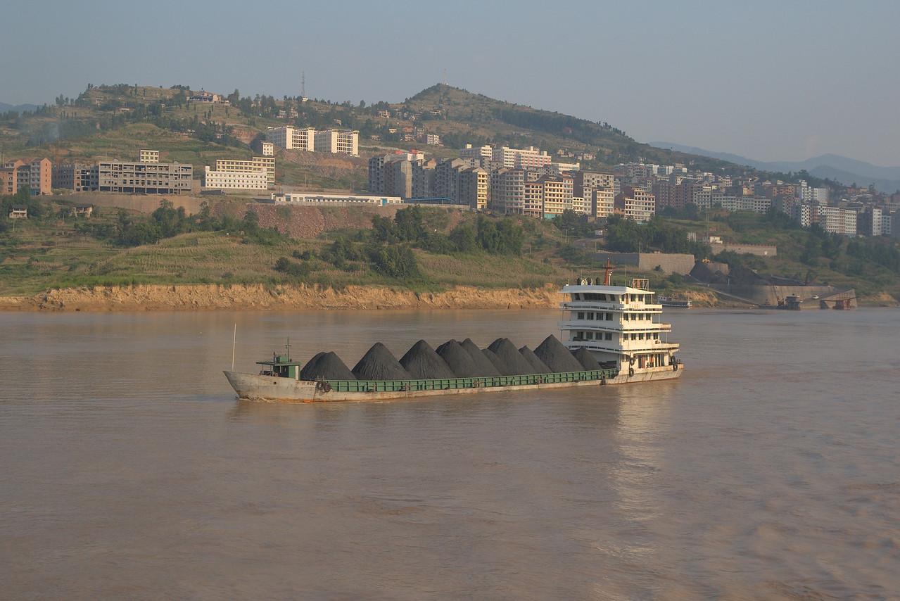 20070830_0556 Coal ship on the Yangtze