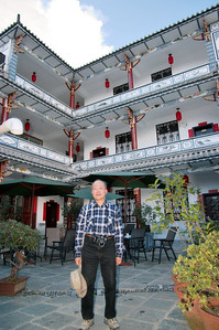 20080923_1637 Our hostel, the Jade Emu (玉鸸鹋? Strangely, they don't have the Chinese name on their website). Just opened earlier in the year by Dave, who comes from Richmond, Victoria! No TVs in the rooms (but there is a TV and Internet access in the common room), and all the notices in the rooms are in English, without any Chinese!