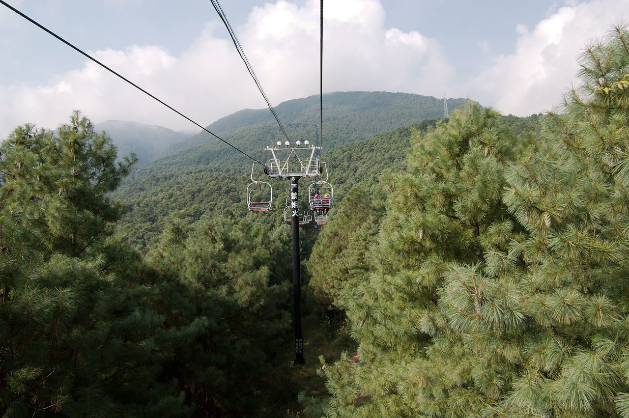 20080925_1721 The Cangshan chairlift is easily the best cablecar/chairlift I have yet taken in China. I think the vertical ascent of the chairlift is about 400 metres.