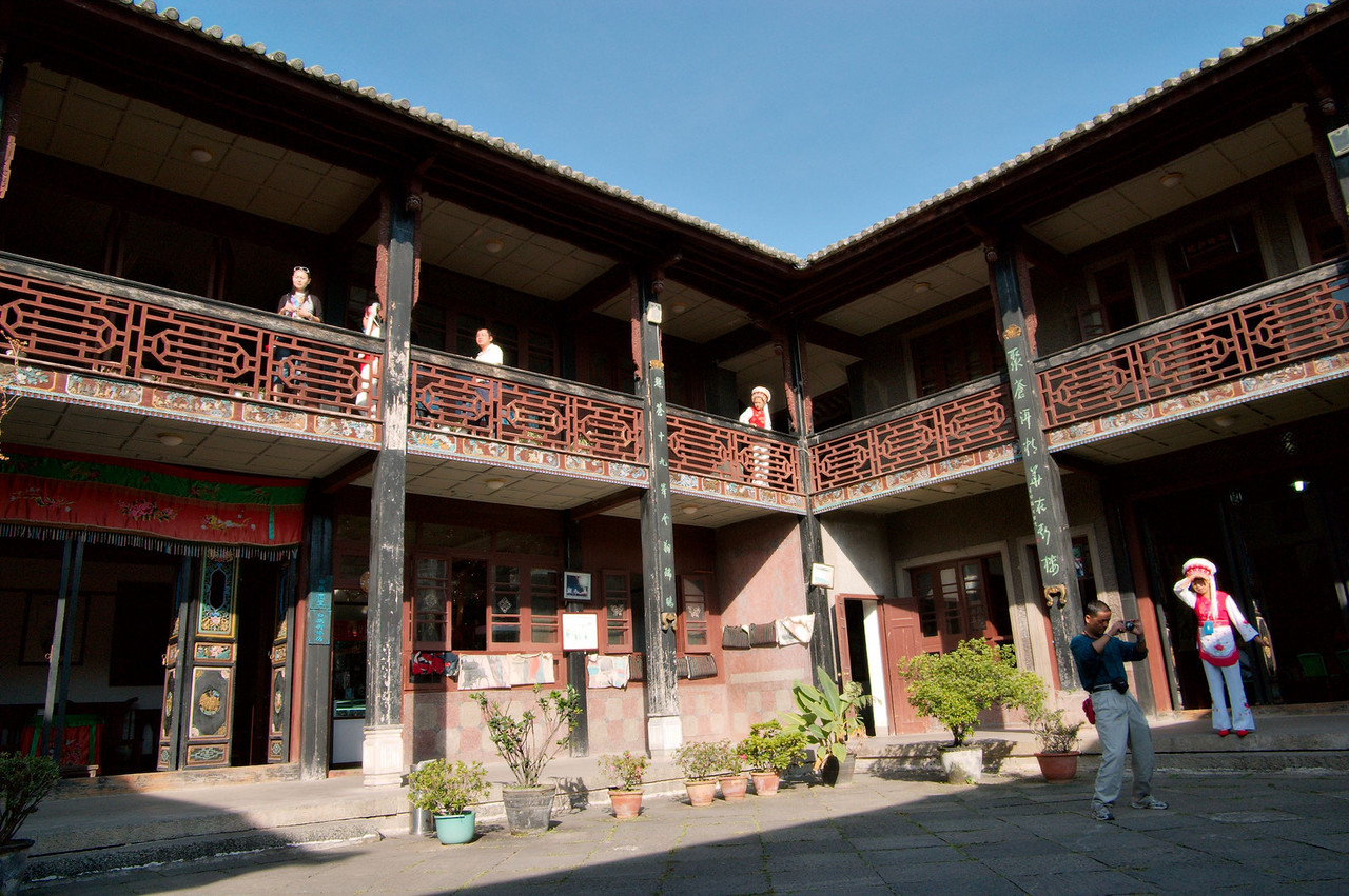 20080924_1653 A Bai Mansion at XiZhou 喜洲. XiZhou apparantly has many very old buildings and mansion built in this style.