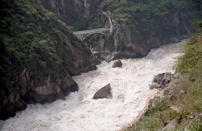 20080921_5_19lj Upper Tiger Leaping Gorge Rock