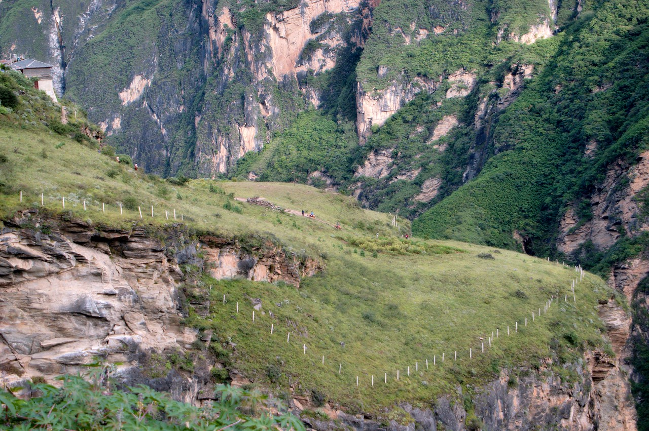 20080928_1895 A closer look at the TianTi 天梯 path. You can just see some ponies on this path. It is a steep climb down to the Middle Gorge, and a tiring walk up...