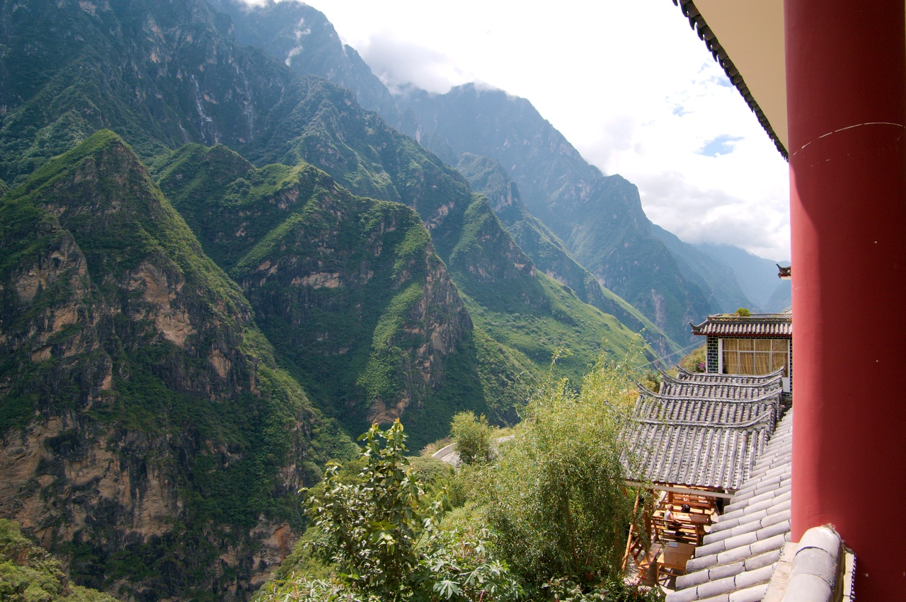 20080928_1871 虎跳峡 HuTiaoXia, Middle Gorge. View from Tina's Hostel. We slept on the easternmost room on the third floor. Probably the noisiest room in the hostel, being both high up and closest to the nearby waterfall. But the view was fantastic!