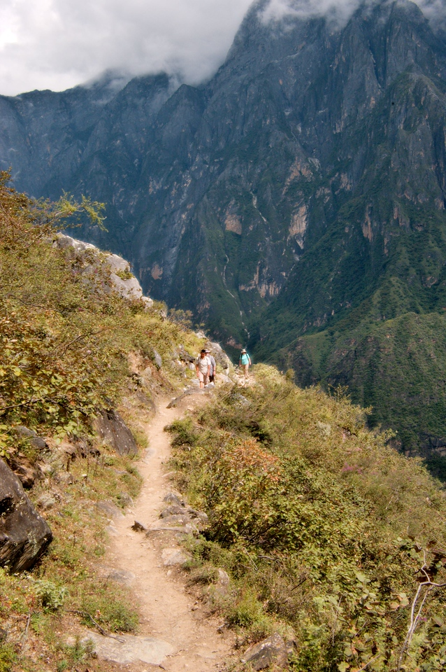 20080929_1918 Heading back down the high road towards Middle Leaping Gorge. Riding a pony along this narrow path can be quite scary if the pony is skittish!