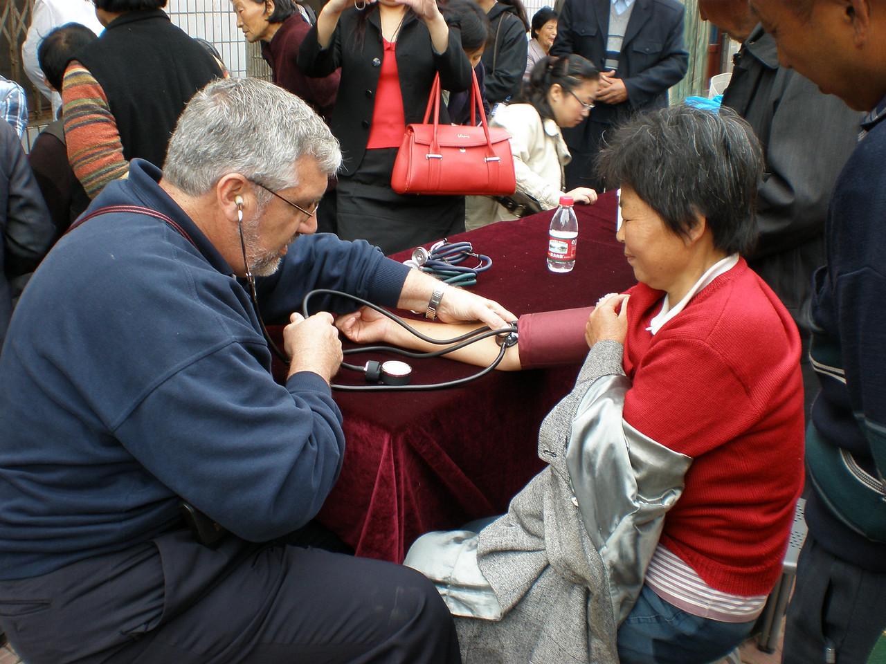 20081010_116 Richard G checks that blood pressure again...