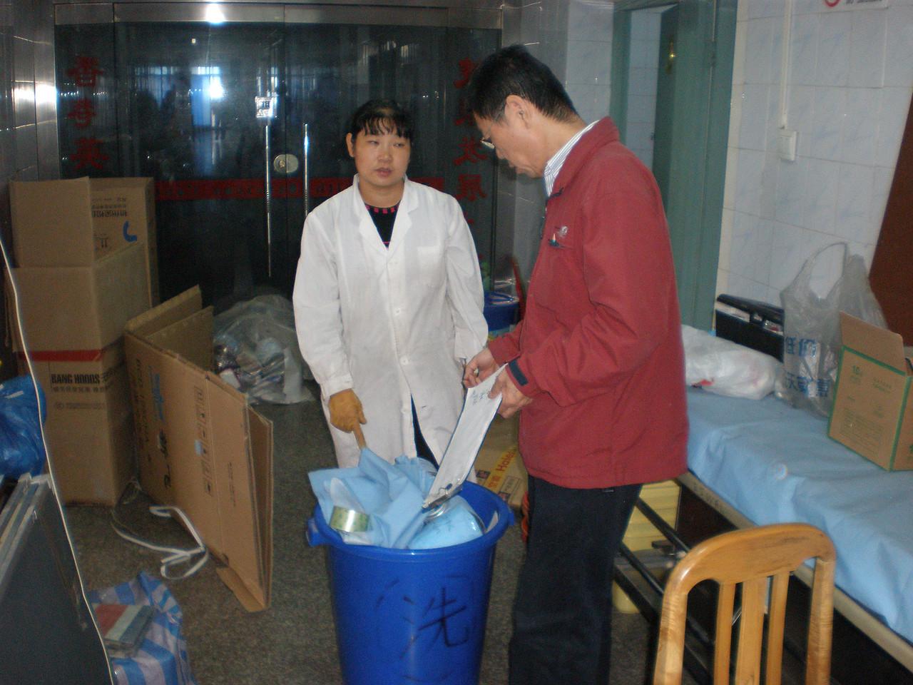 20081015_015 But it won't fit inside this bin.