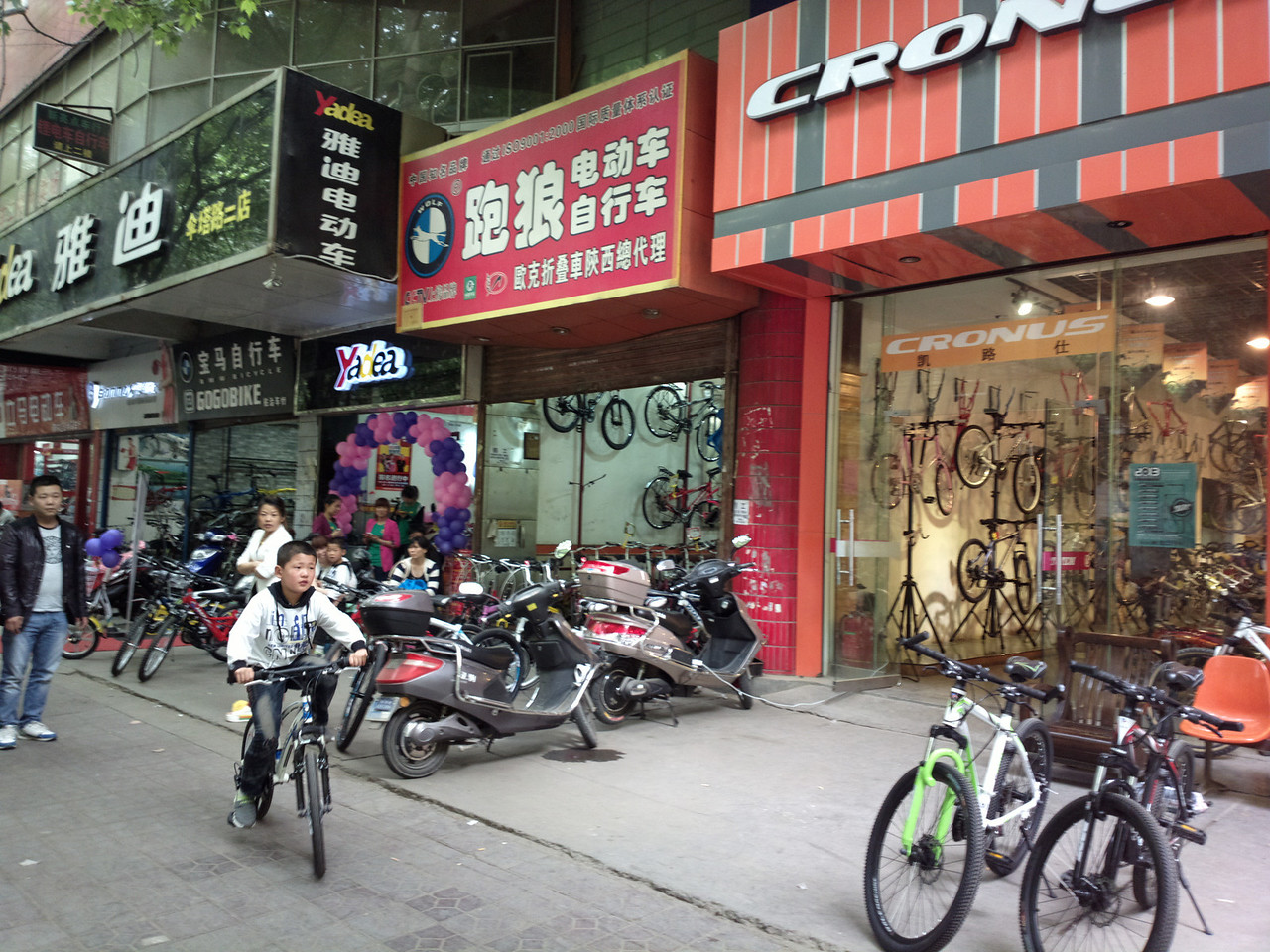 20130501_1415_0069 Bicycle shop district SanTa Road (伞塔路)